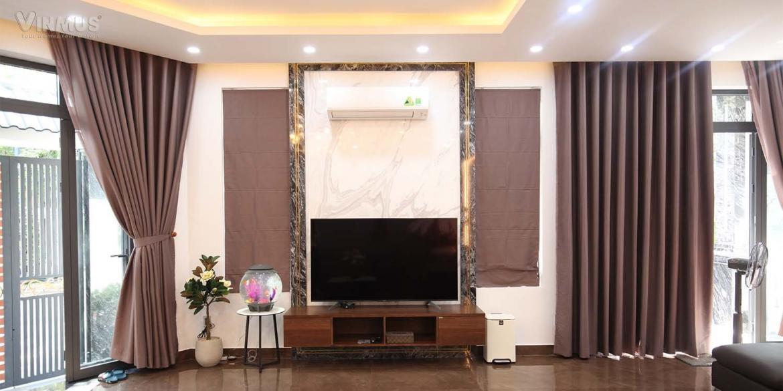 Tủ tivi được đặt tại vị trí trung tâm bố trí hài hòa